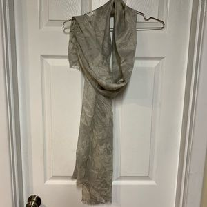 Banana Republic NWT silver gray and white scarf